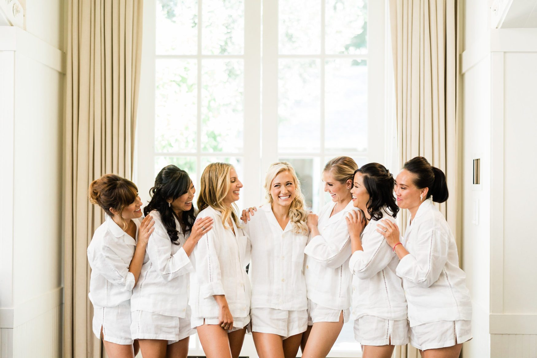 kristin hodge with her bridesmaids